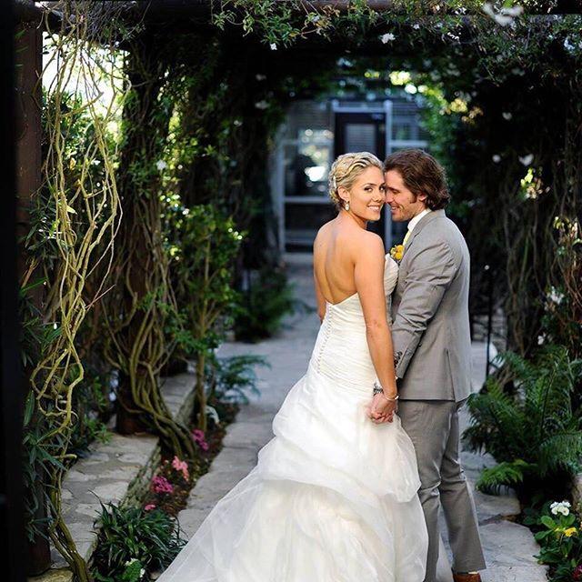 Happy Anniversary Kelly and Geoff!! ❤️❤️ #hairandmakeupbyme #bridal #bridalmakeup #bridalhair #makeupandhairbytuyenttran #ocmakeupartist #ochairstylist #lamakeupartist #lahairstylist #wedding #weddingday #4yearsalready #anniversary #photography