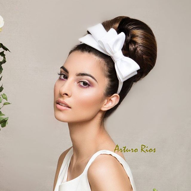 How cute is this bridal head piece? Still one of my favorite bridal hair and makeup shot 😍😍😍 Couture head band by the talented @arturorios Photography by @marksacrophotography  Makeup by @dominique_lerma  Hair by @tuyenttran . . . #hair #makeup #photography #tbt #editorialphotography #editorial #couturehats #fashion #hairstylist #lahairstylist #lamakeupartist #hairbyme #bridal #bridalhair #oneofmyfavs #arturorioshats #tuyenttran Available for bookings