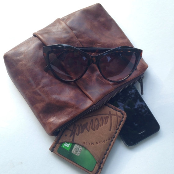 LEATHER CLUTCH, BROWN -