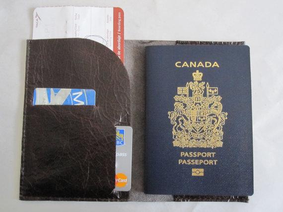 LEATHER PASSPORT CASE, BROWN -