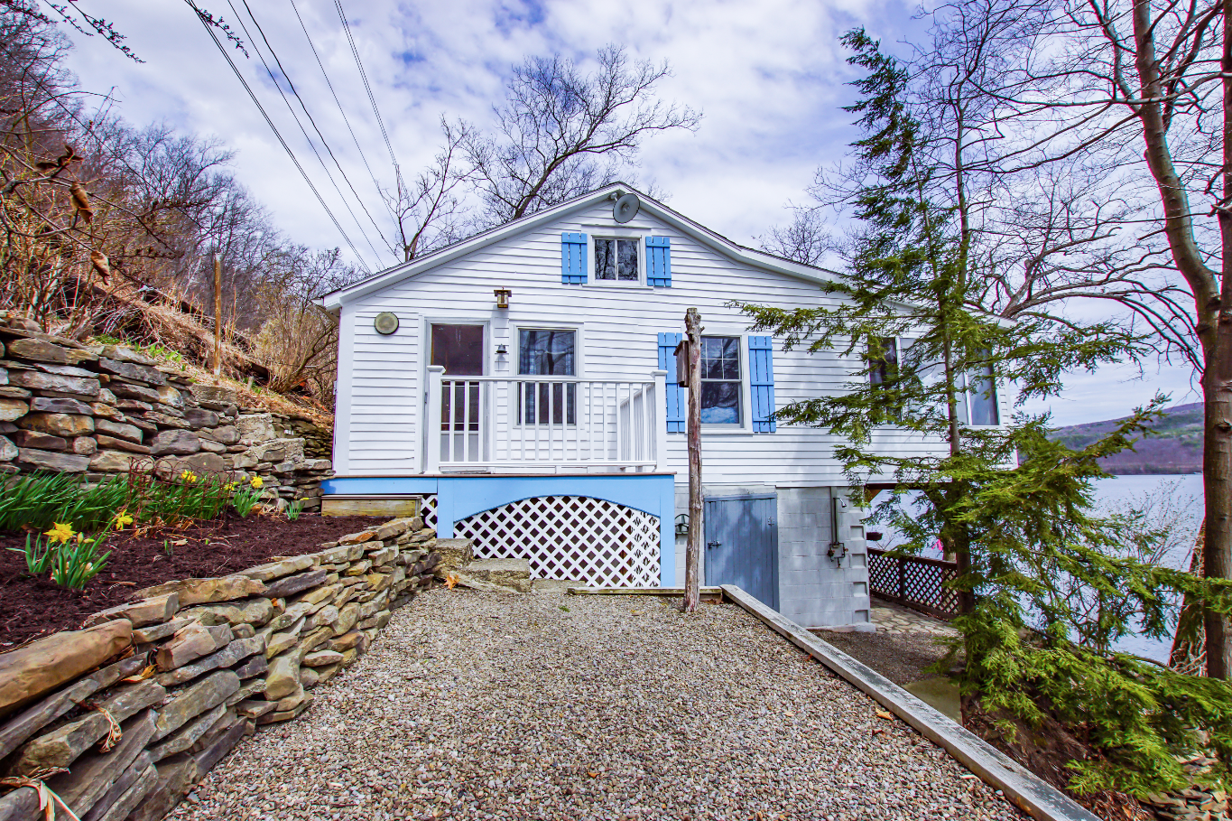 - Check out our first listing photos for this cute cottage located in Urbana on Keuka Lake.