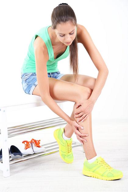 22416978_L_Legs_Shoes_Pain_Women Sitting_Bench_Excerise.png