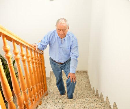 71919070_S_senior_stairs_man_carpet_step.jpg
