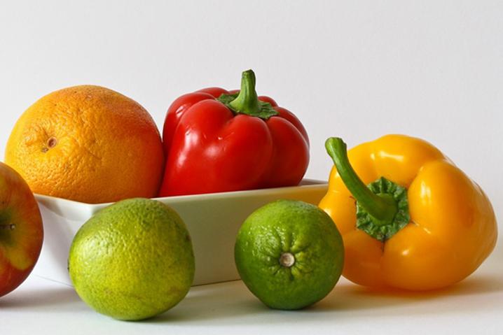 apple_bell_peppers_food_fruits_healthy_lemon_lime_orange-1054596.jpg