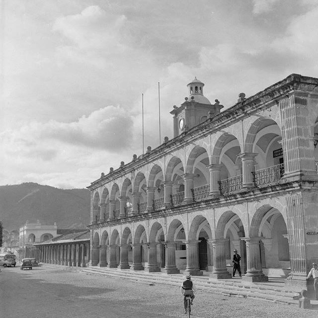 La Antigua Guatemala, Palacio del Ayuntamiento, 1933. . . . . . #culturalheritage #architecture #arquitectura #patrimoniocultural #antiguaguatemala #guategram #guatemala #visitguatemala
