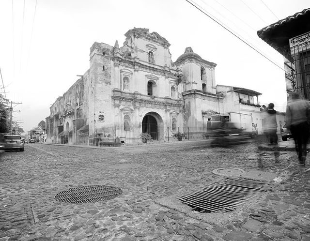 Templo de San Agustín, La Antigua Guatemala. . . . . #canonguatemala #canon #5dmarkiv #antiguaguagemala #perhapsyouneedalittleguatemala #quepeladoguate #love #guatemala #everydayguatemala