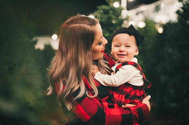 I hope everyone had a Merry and peaceful Christmas ✌🏻 1/3 . . . . #Christmas #Christmas2018 #holidays #Christmastime #christmasportraitinspo #christmastree #familyportraits #momanddaughter #sony #a7rii #niftyfifty #photography #baby #babypictures