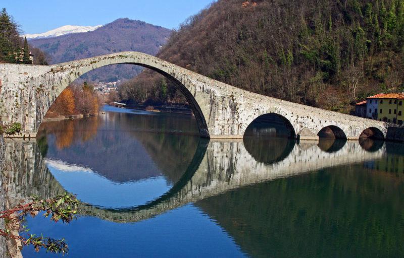 A6 devil's-bridge-Lucca-Italy.jpg