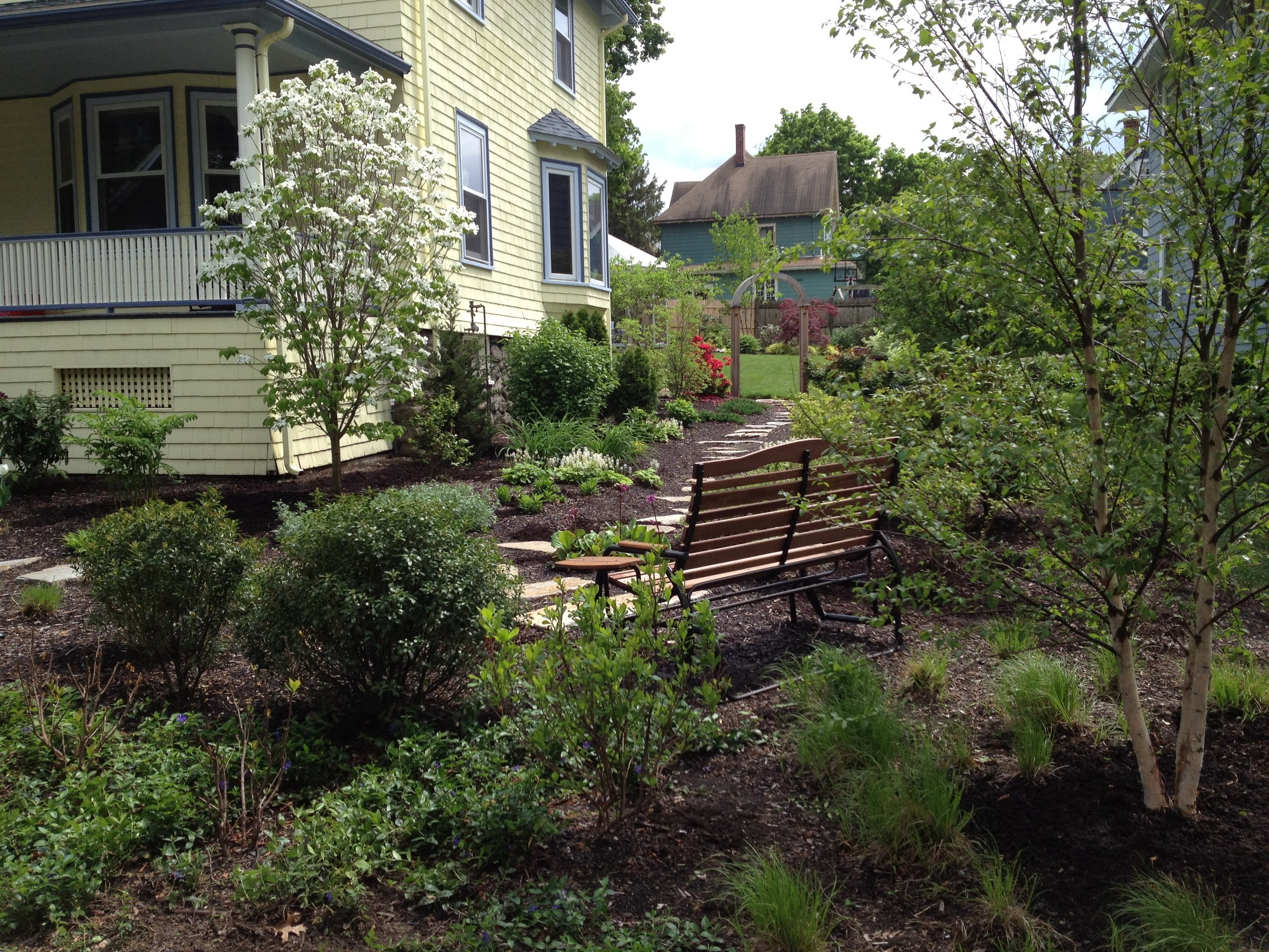 8 The side yard sitting area.jpg