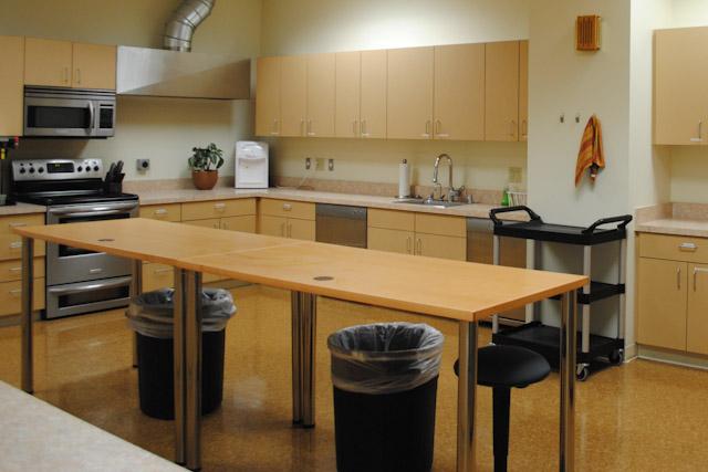 Kitchen_Left.jpg