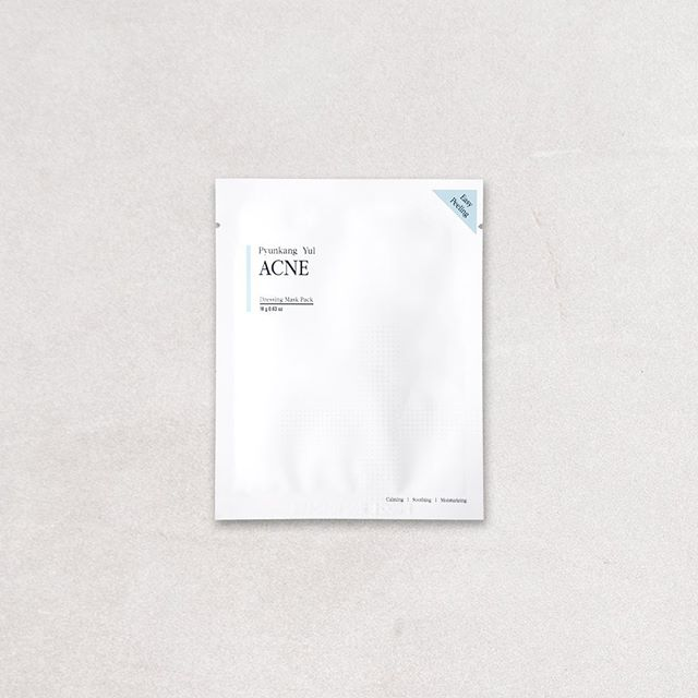 The Pyunkang Yul Acne Dressing Mask Pack contains white willow and tiger lily to help improve acne-affected skin and prevent bacteria from penetrating into the pores. 🧖🏻♀️ (featured in our September box) ⠀⠀ ⠀⠀ ⠀⠀⠀⠀⠀ ⠀ #fashion #lifestyle #flatlay #beauty #sheetmask #mask #facemask #kbeauty #koreanskincare #cosmetics #skin #bbloggers #bblogger #skincare #spa #pamper #products #flatlays #beautybox #subscriptionbox #skincareroutine #hydrating #glow #facial #beautybloggers #instabeautyau #acnetreatment #bbloggersau #acne #pyunkangyul