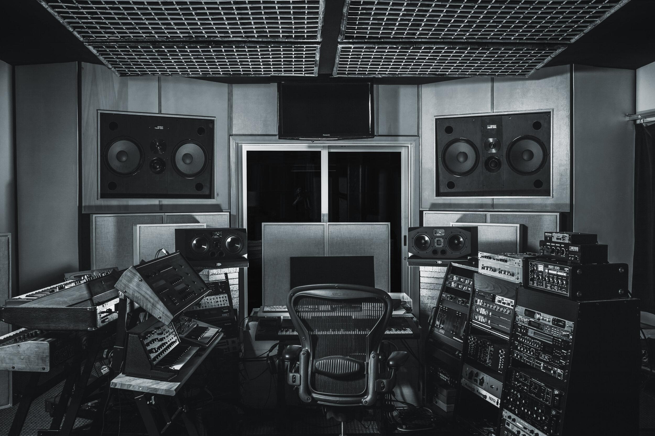032617_Helio_Sound_studio2694_L_BW.jpg