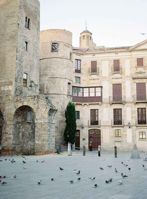 gothic-quarter-barcelona-engagement-wedding-photographers-camilla-cosme-photography_0001.jpg