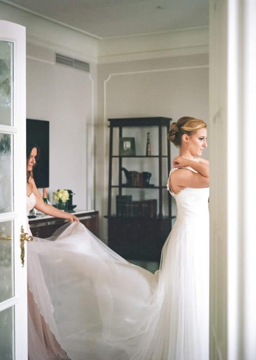 Bride getting ready at Fairmont Hotel Vier Jahreszeiten in Hamburg Germany