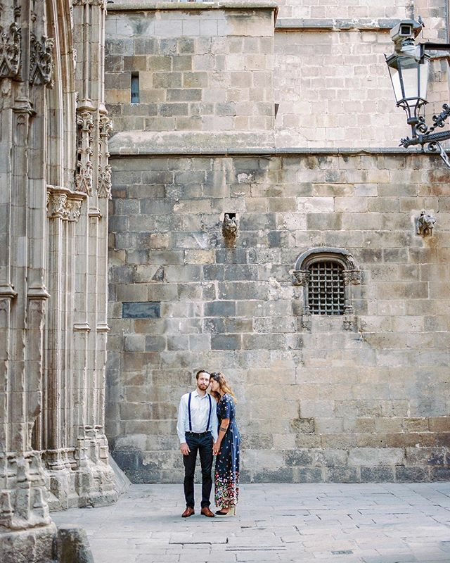 Just had a client ask me if I've shot in Barcelona. I replied, YES! IT'S MY FAVOURITE CITY! But really, it is. I love the vibe, the pace, the people, the food, the architecture, and the beautiful beach! Here's one of C & F at the Gothic Quarter in Barcelona. ❤️