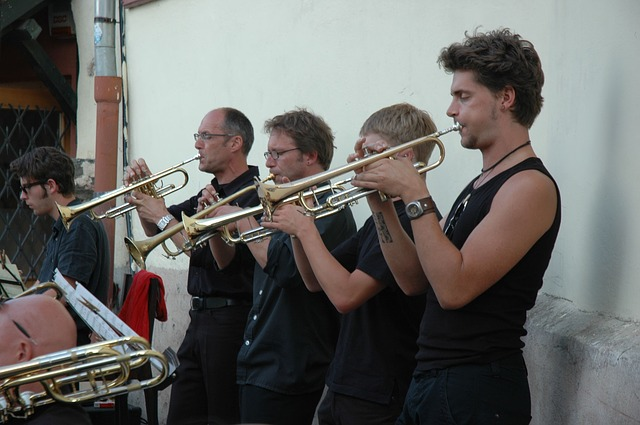 Ensembles and holiday courses. Find out about local ensembles and also how to book holiday courses.