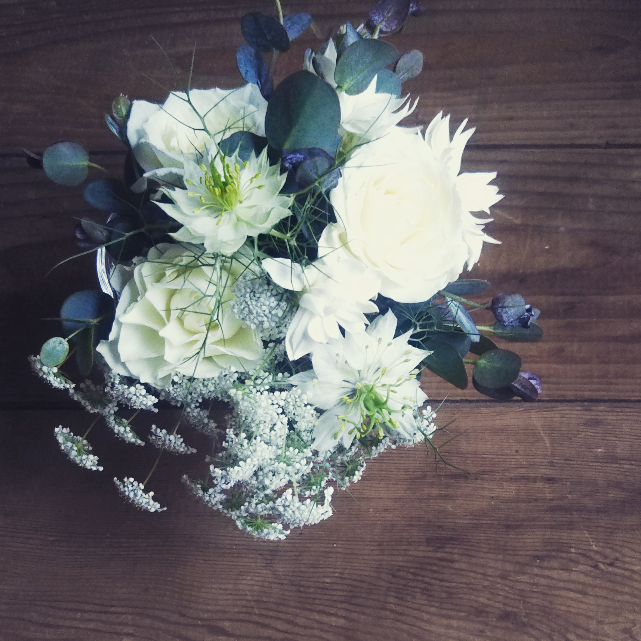 写真は、グラスブーケ。  当日にお作りさせていただいた花束の写真が手元にないので・・・。  そういえば、つゆのお客さまはニゲラ好きの方が多かったです。  私も好きなお花なので、嬉しい。