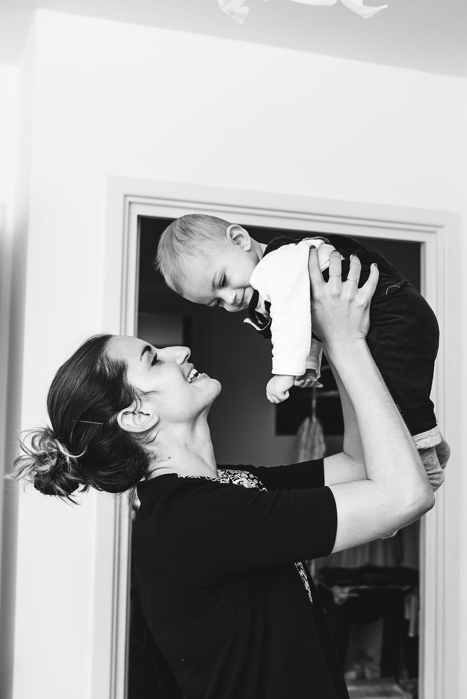 Beautiful-mum-playing-son-air-stella-lebel.jpg