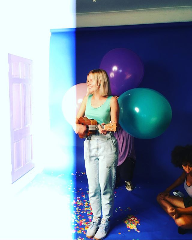 We went to TOWN today with glitter, confetti and giant balloons for a @london_rhymes shoot with the amazing @rahpetherbridgephotography which was all kinds of epiiiic🎉🙌🙌🎉🎉❤️💛💚💙💜Give us a follow over at @london_rhymes to keep up with our music, releases, videos and (🤞🤞🤞) tour plans for next year! #londonrhymes #originalmusic #musicforkids #singforthewin #singtoyourbaby