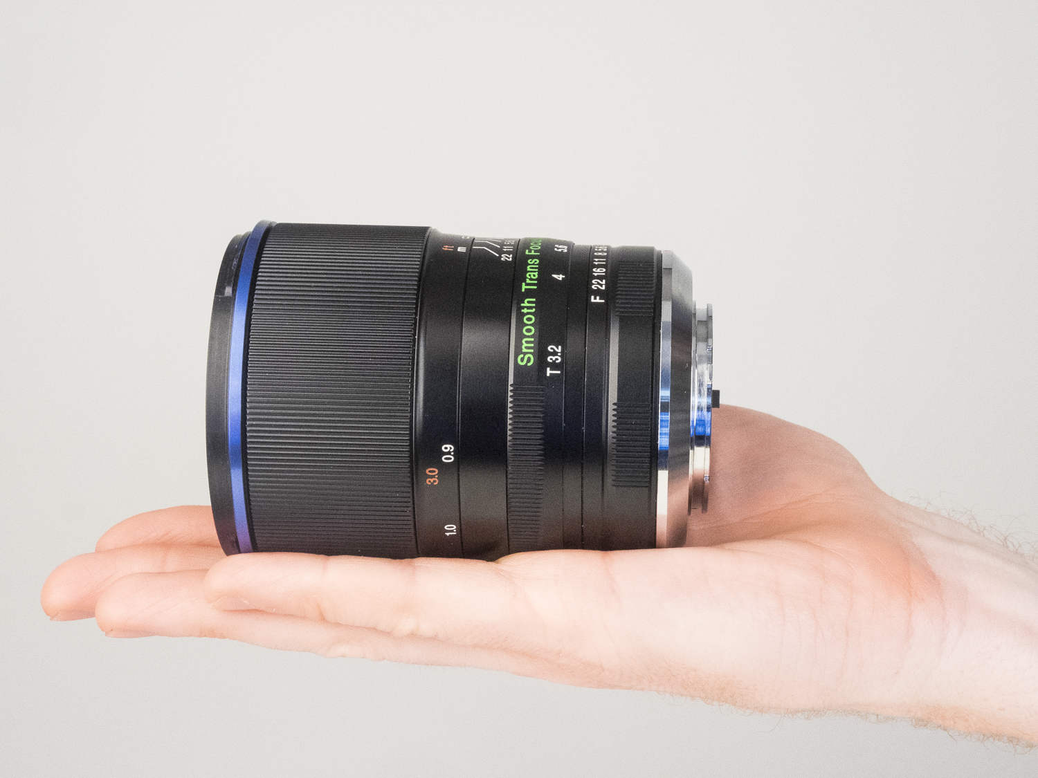 laowa 105mm f2 STF lens product images 06.jpg