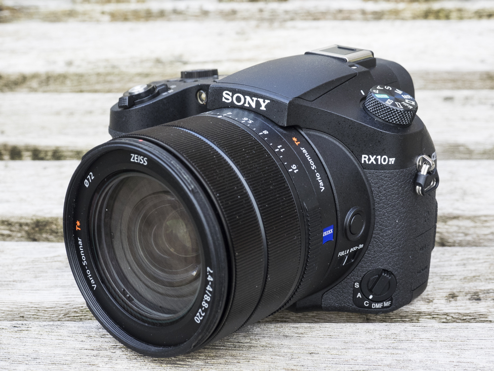 sony rx10 iv product shots 07.jpg