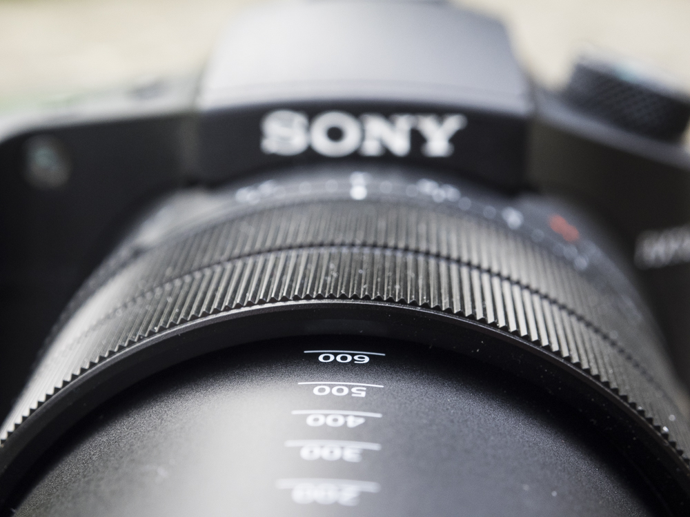 sony rx10 iv product shots 03.jpg