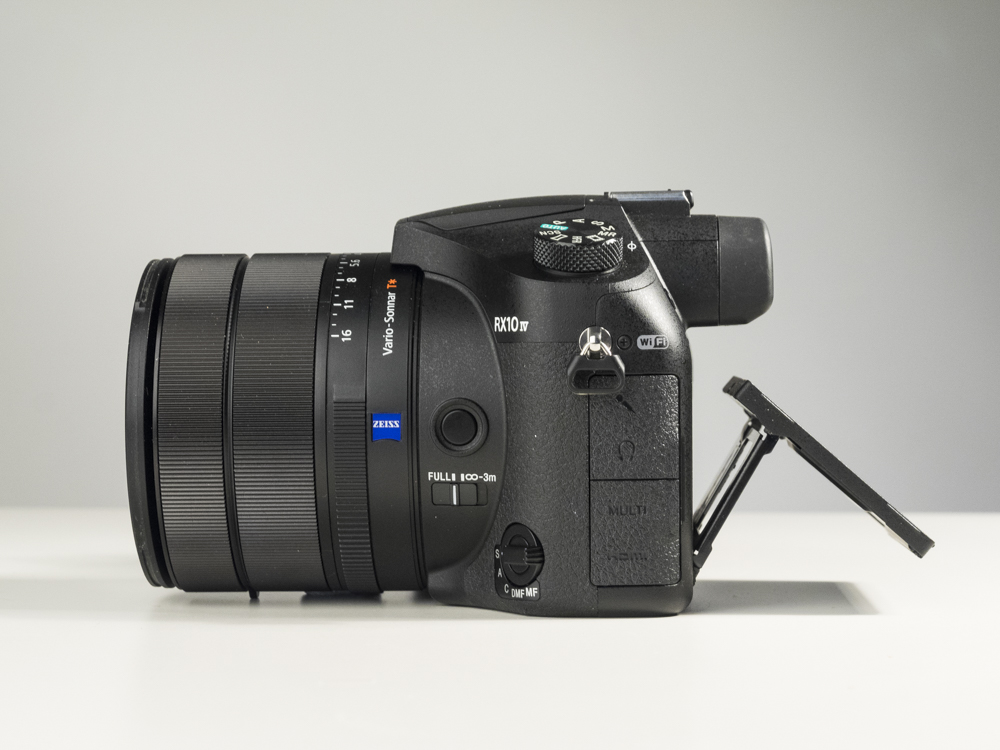sony rx10 iv product images studio 09.jpg