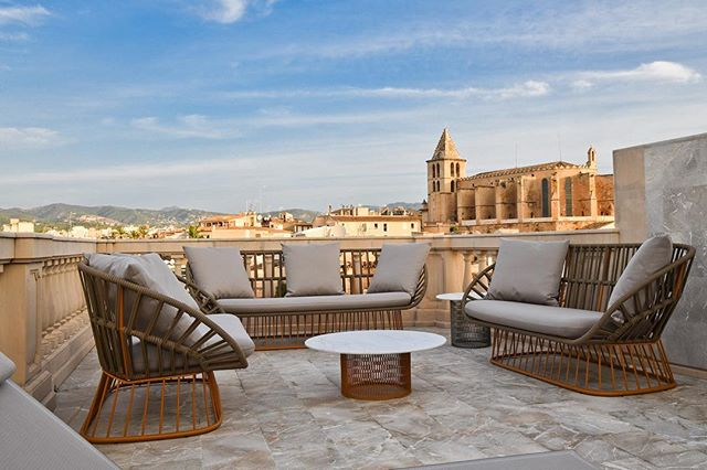 Can you guess where this luxury boutique hotel @palaciocanmarques with a stylish decor by Aline Matsika is located?  One of the capitals of the Balearic Islands known for its culture and its festive spirit.
