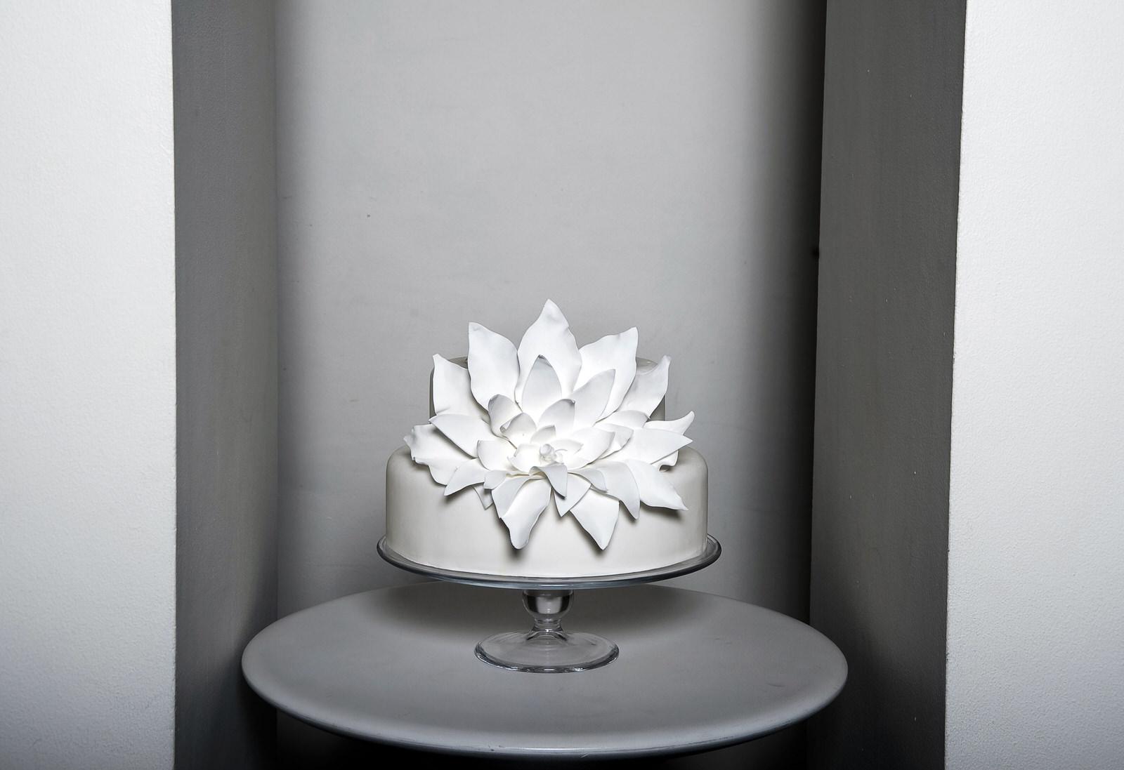 Hemple wedding cake