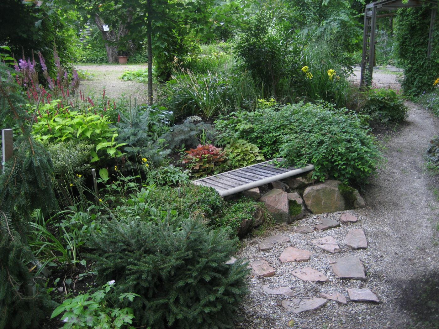Garden bench_opt.jpg