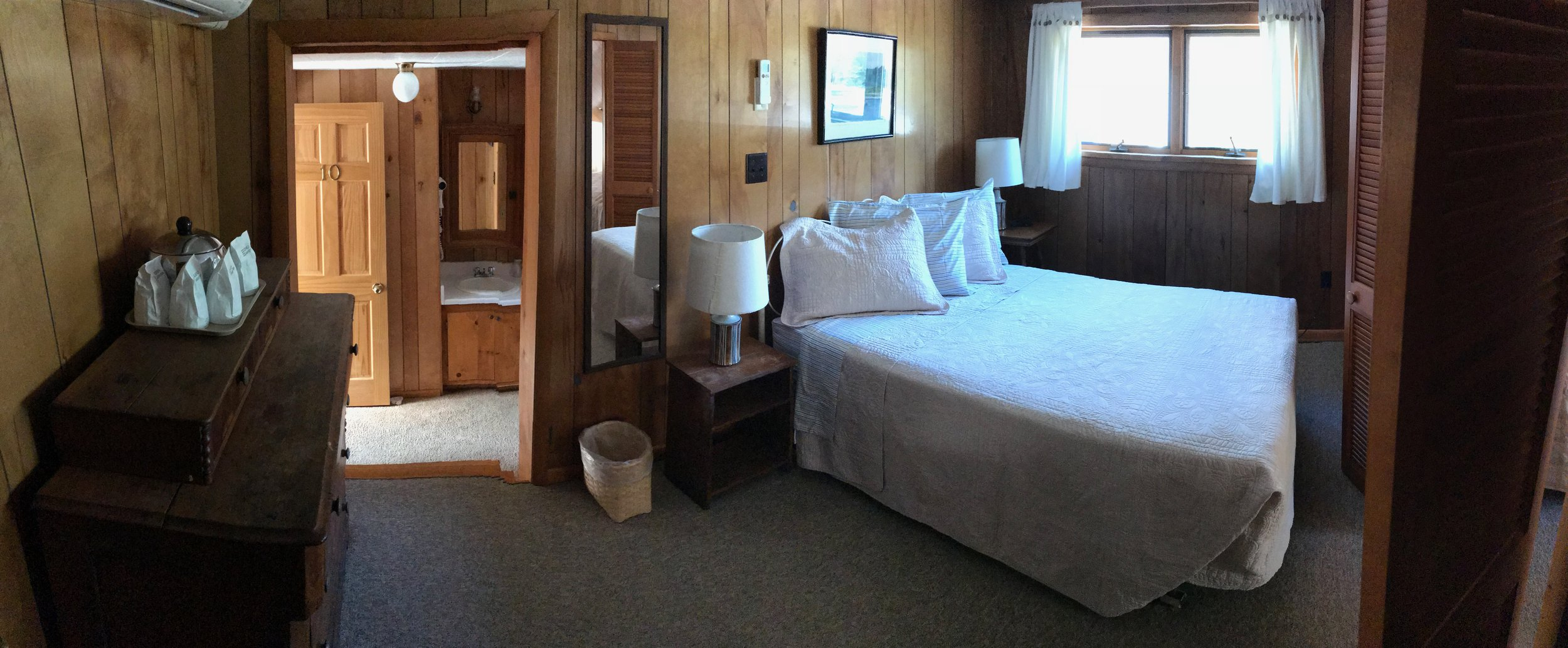 Pine Beach Suite - 1 double bed + 2 twins