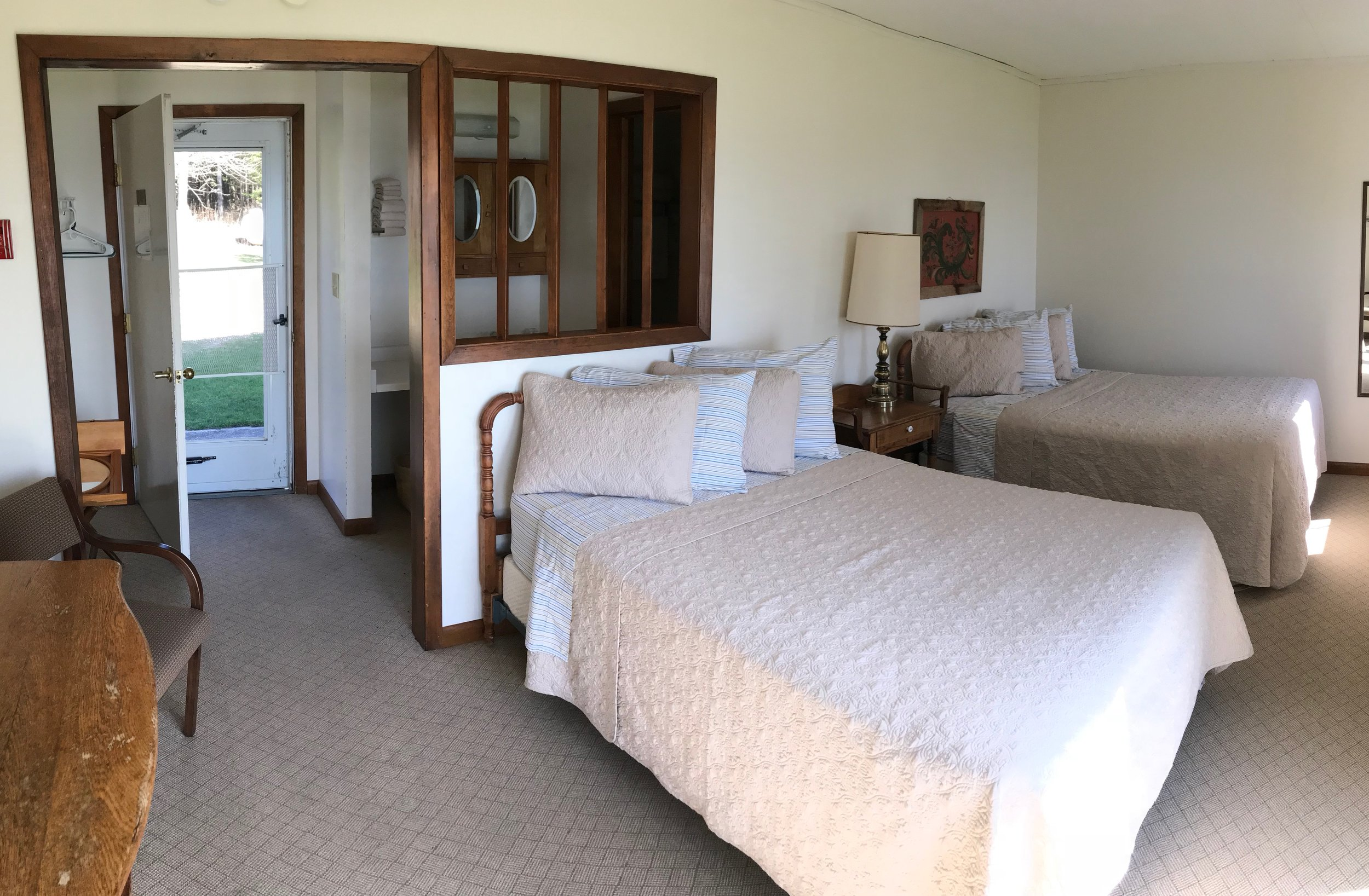 Room 12 - 2 double beds, private entrance + patio