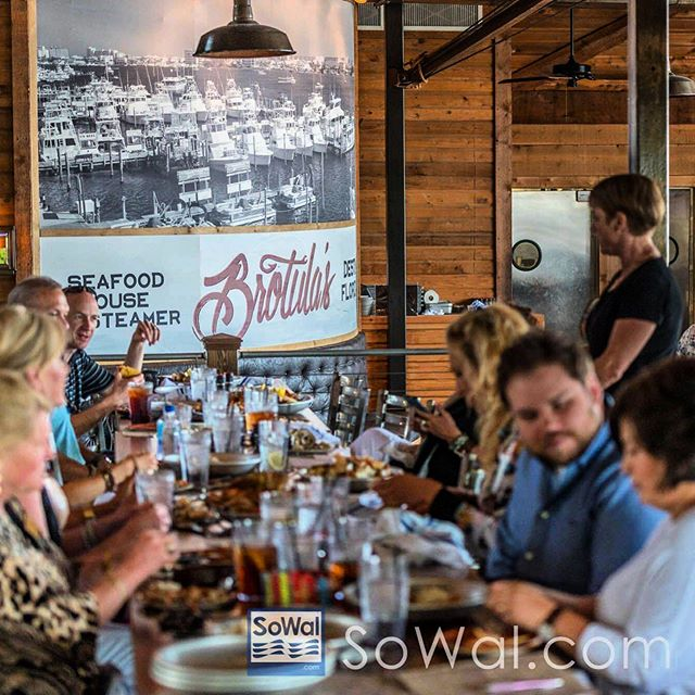 Corporate Lunch, Holiday party or just a night out with friends we have the perfect setup for you! 📷credit: @sowalbeaches #groupdining #gulftotable #southernseafood