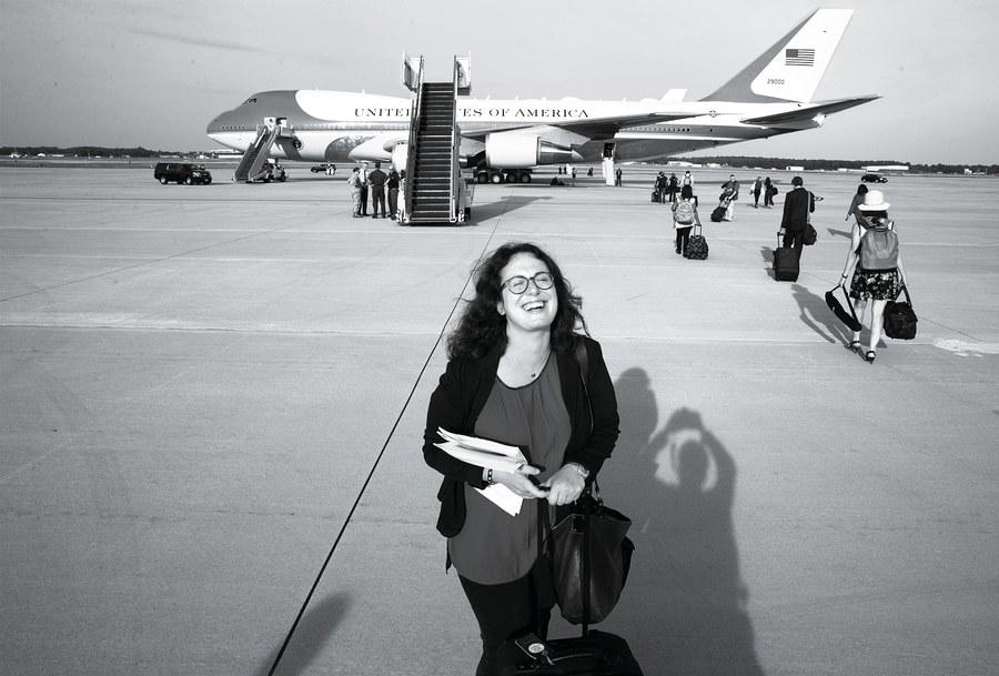 La corrispondente dalla Casa Bianca del  Times davanti all'Air Force One. Dal fotografo del  Times Stephen Crowley.