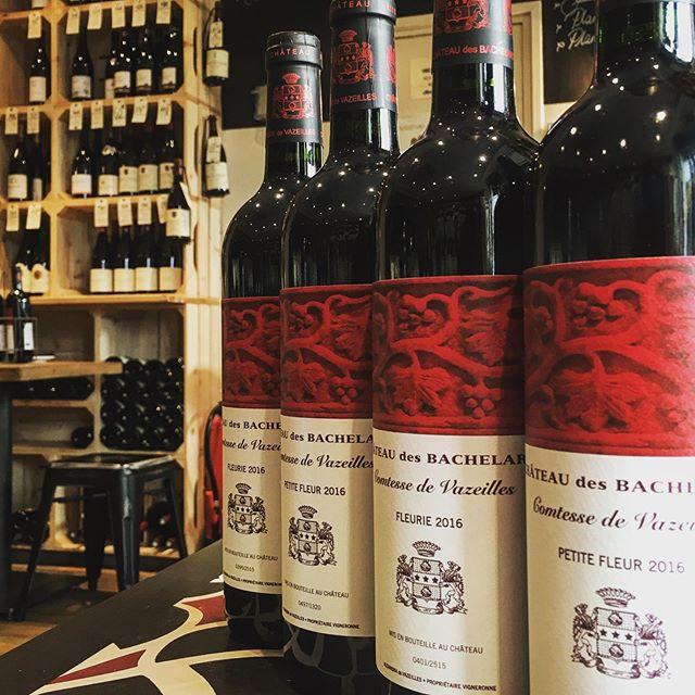 Nouvel arrivage à la cave: Les Vins du Château des Bachelards - La Comtesse de Vazeilles #inbeaujolaiswetrust #gamay #cavedesclimats #fleurie #bio #biodynamie #dreamteamlesclimats