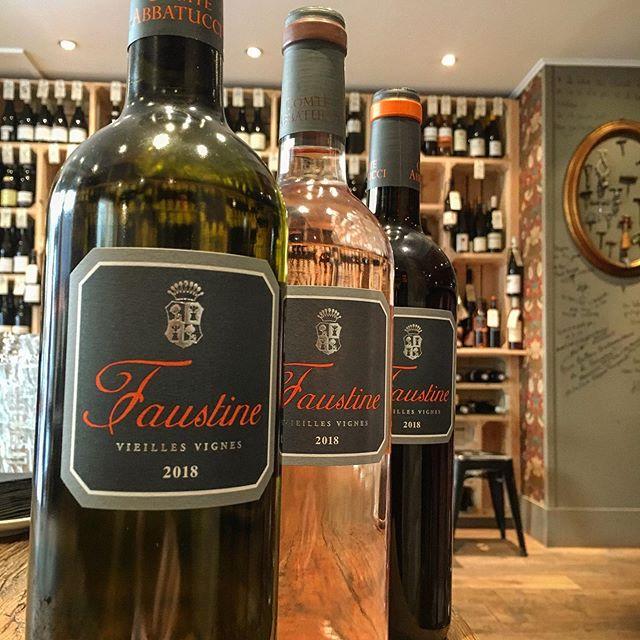 Enfin là! Les vins du domaine Abbatucci sont arrivés à la cave. Composés des cépages autochtones corses tel que le vermentino, le sciacarello ou encore le nielluccio. Que du bonheur! #fier #independant #corse #dreamteamlesclimats #abbatucci #domaineabbatucci #vinsvivants #corse #vermentino #sciacarello #nielluccio