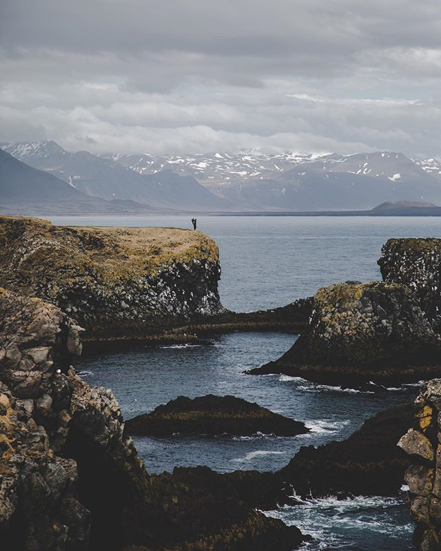 Matteo and I are ready for new adventures🤩 - - - - - - #iceland #wheniniceland #waterfalls #ig_shotz #igscandinavia #natgeotravel #longexpoelite #nordicphotos #destionationearth #awesomedreamplaces #show_us_nature #icelandiclandscape #naturevisuals #icelandicnature #inspiredbyiceland #folkscenery #folksouls #artofvisuals #magic #exploremore #findmagic #agameoftones #aov #stayandwander #visualsofearth #visualscollective #moodygrams #passionpassport #arnarstapi #family