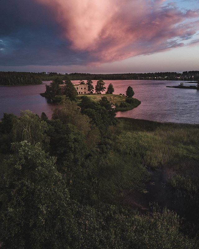 Evening magic✨ - - - - - - - -  #droneoftheday #drone #mavicpro #drones #djiglobal #instadrone #dronephotos #quadcopter #aerialphoto #aerialphotography #dronesdaily #dronebois #uas #dji #sunset  #reflection #reflection_shotz #castleruin #sweden #sävsjö #småland #castle #moodygram #thebestofscandinavia #moody_tones #moody_nature #sweden #lake #eveningmagic #picoftheday #loves_sweden
