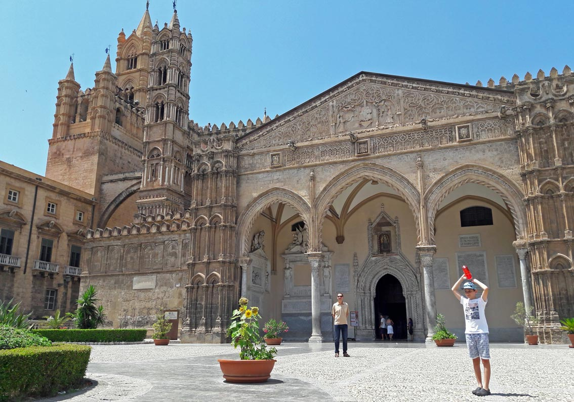 Cattedrale di Palermo with Arabic and Norman features. It was hot hot hot!
