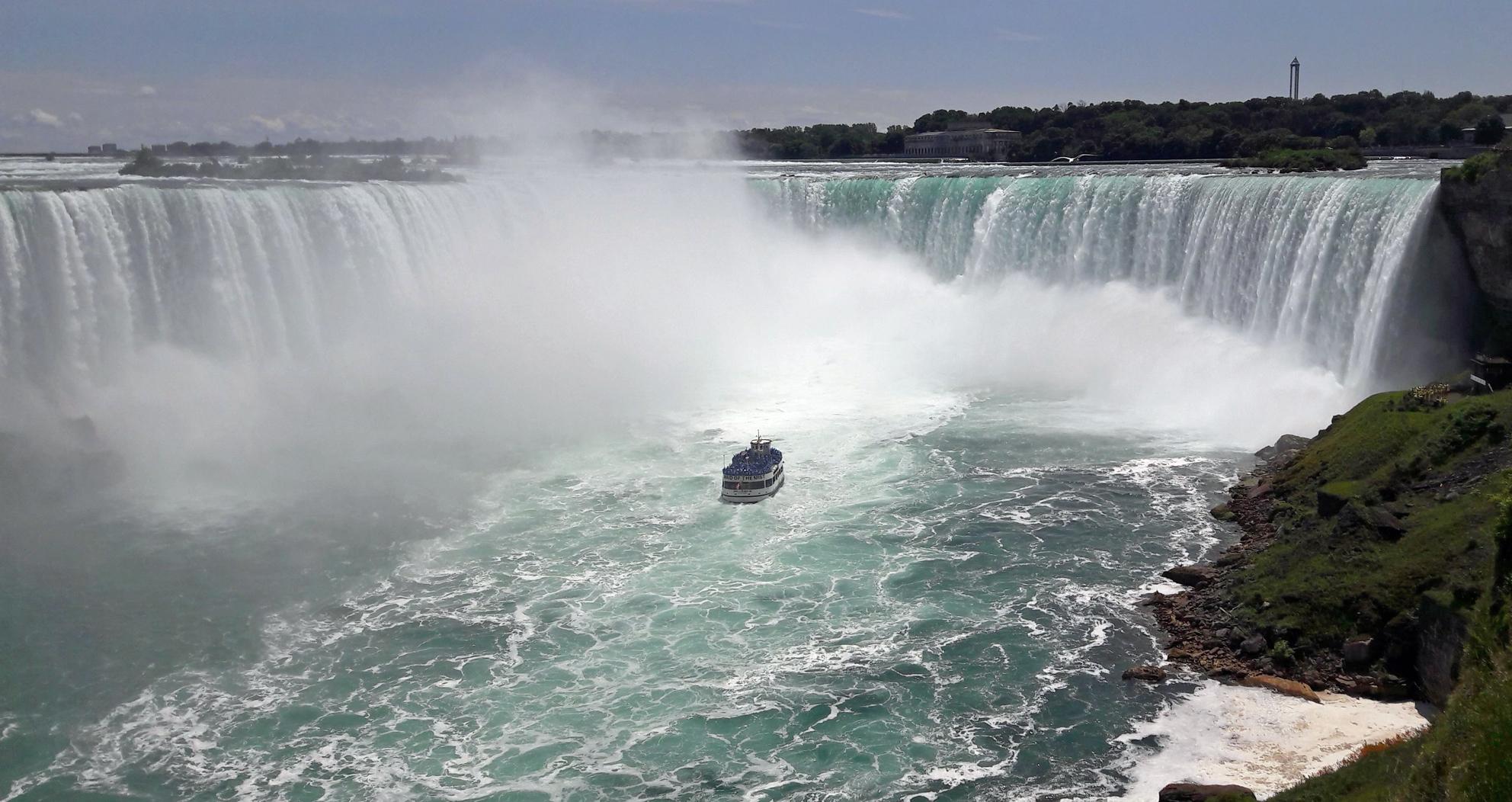 Niagara Falls Boat 1.jpg
