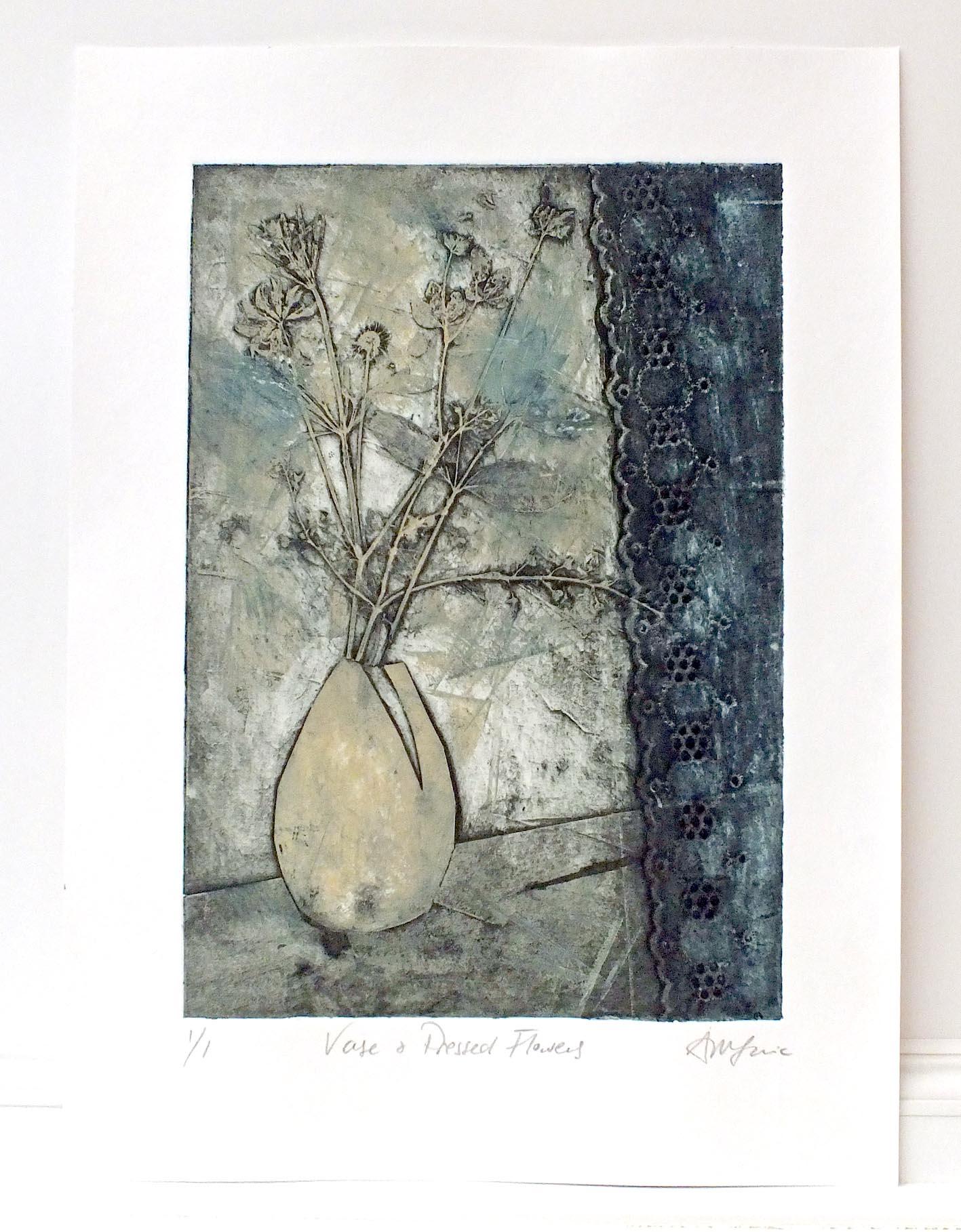 Vase _ Flowers dk Blue complete.jpg