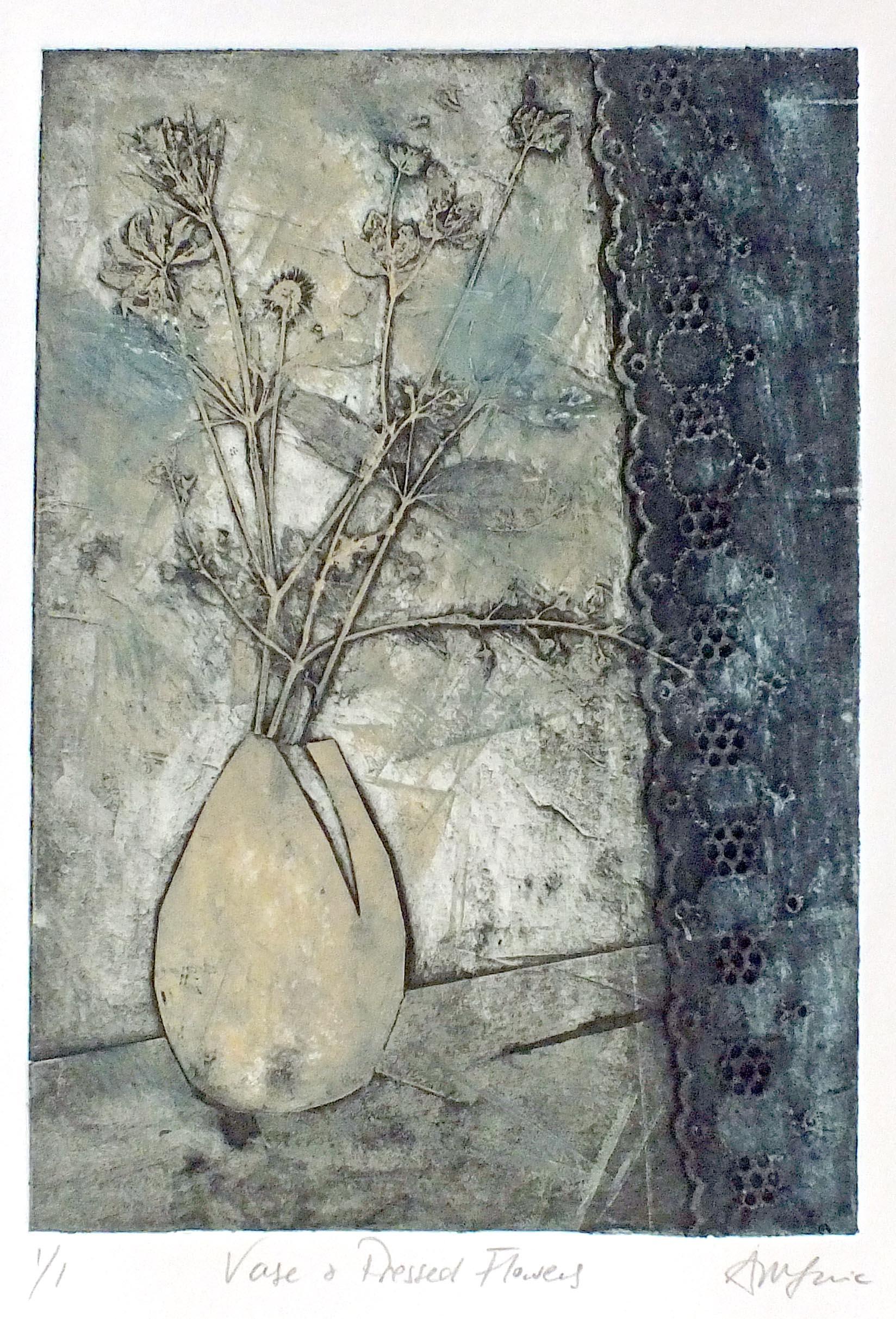 Vase _ Flowers dk Blue sig.jpg
