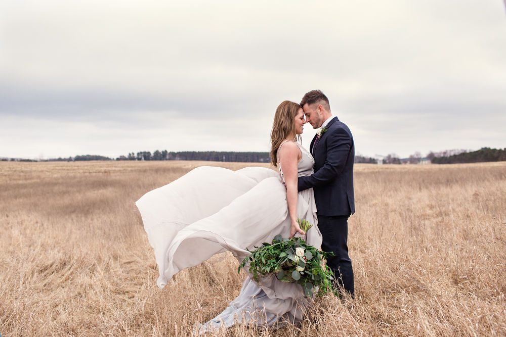 Rustic-Chic-Elopement-by-Emma-Mullins-Photography-41.jpg