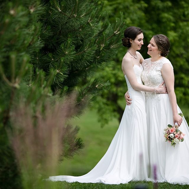 And so one of our favorite seasons begins, it's pride month ❤️🧡💛💚💙💜 Check out these beauties and their gorgeous wedding in Mt Horeb  @bridlebarnandgardens @michellemartinphoto @simply.weddings @nalys_floral_designs