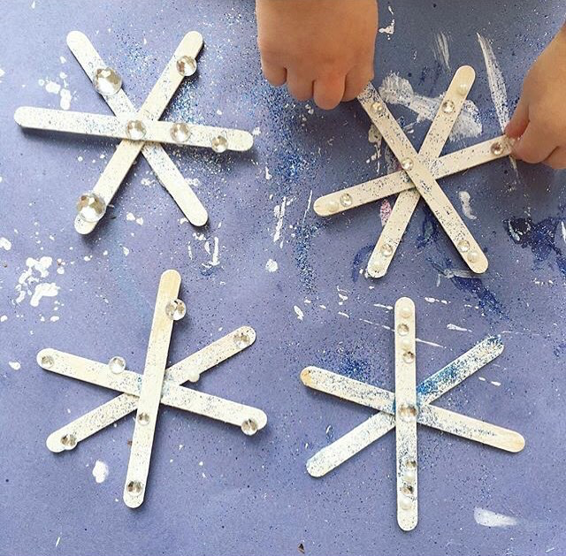 @mygirlsmake on Instagram shared their beautiful icicle craft for our snow theme this week. They glued three lollypop sticks together to make the star shape. Then painted with white poster paint before adding gem stickers and glitter. They would look beautiful as part of a classroom display or stuck to windows. We love to see busy little hands at work.