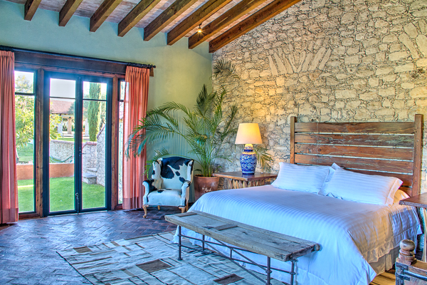 SABINO SUITE - 2 guests1 King bed2 Bathrooms