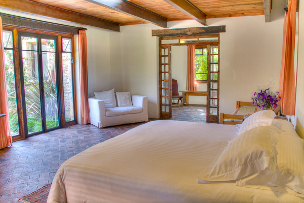 ROBLE SUITE - 13 guests1 King bed and 11 single beds2 Bathrooms
