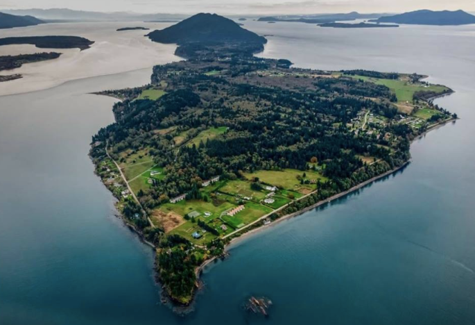 Lummi Island - is part of the San Juan Islands archipelago, located just south of the Canadian border. It's a stunning drive from:Bellingham 15 milesSeattle 113 milesVancouver 43 miles Portland OR 221 miles