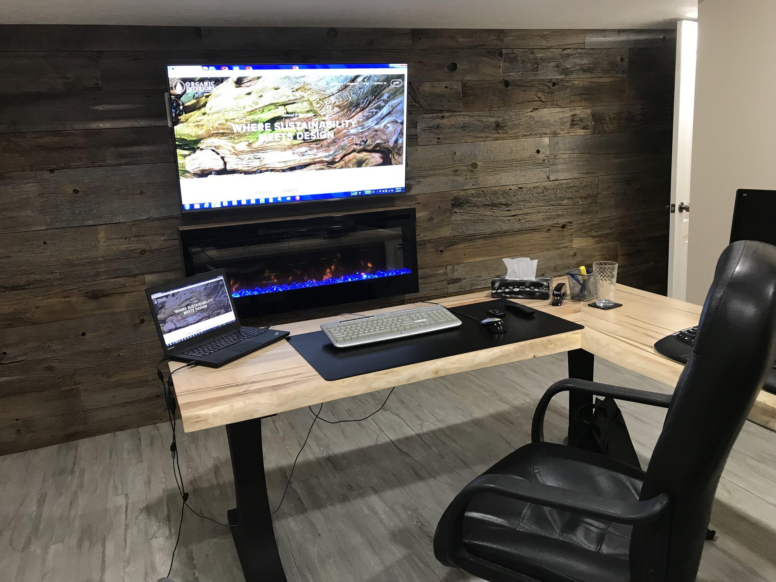 deskdan2.jpg