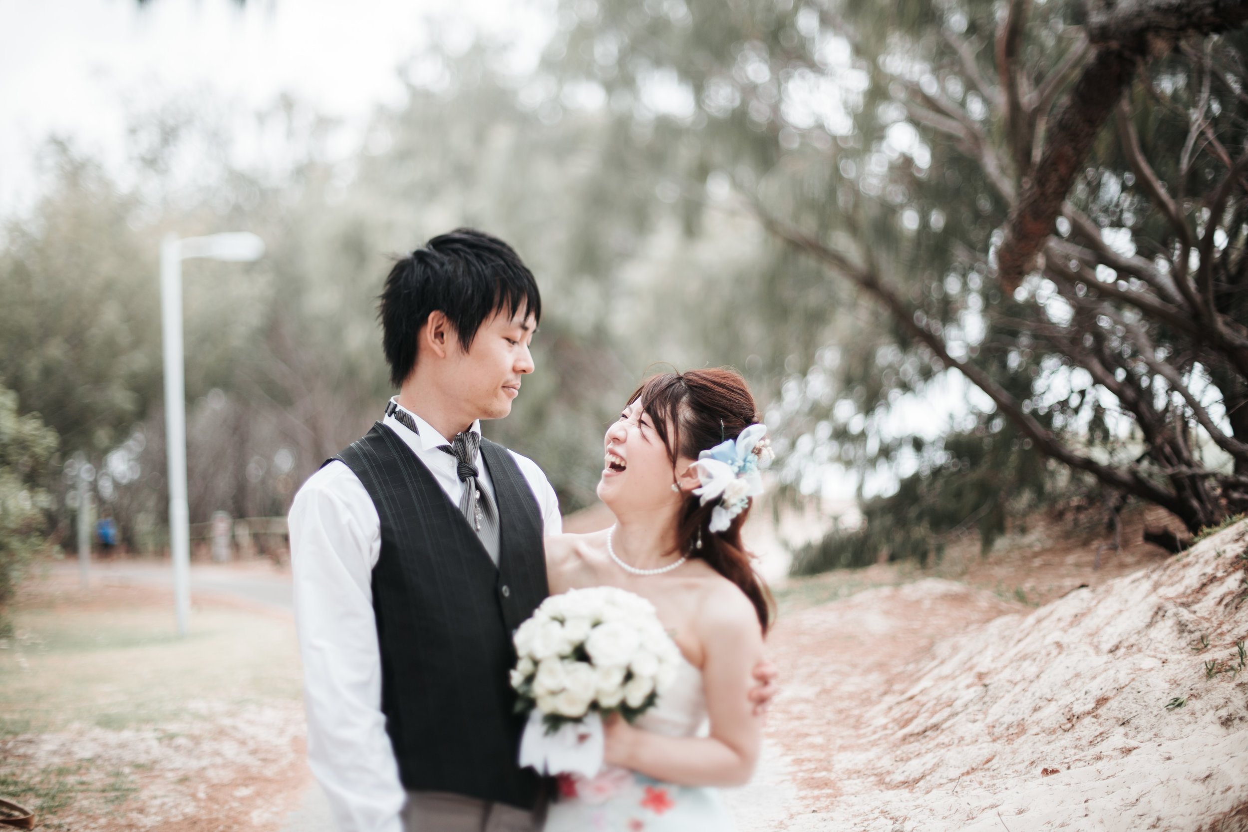 Yoko + Masanobu - Flying in from Japan, they eloped in the sunshine state of Queensland.